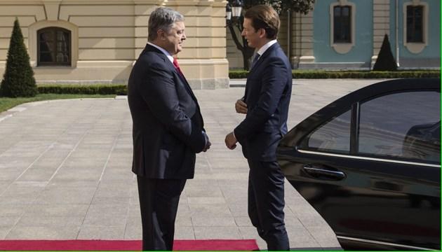 Порошенко проводит переговоры с канцлером Австрии