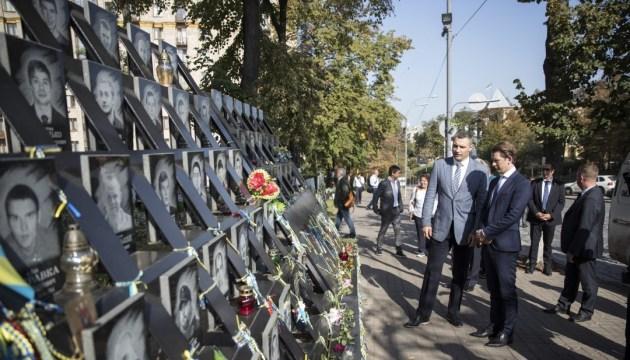 Sebastian Kurz ehrt die Opfer des Maidans - Foto