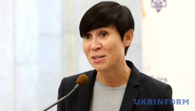 Norwegens Außenministerin besucht Donbass