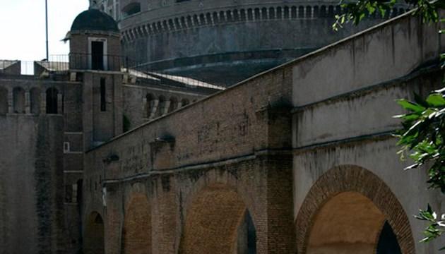 В Риме обрушился фрагмент исторического моста