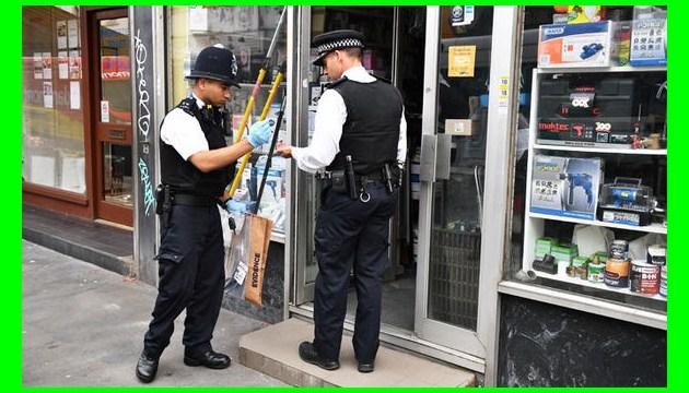 У Британії правоохоронці виявили кокаїн у вантажі медичних масок