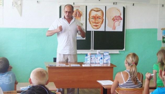 Украинских школьников будут учить, что делать, пока едет