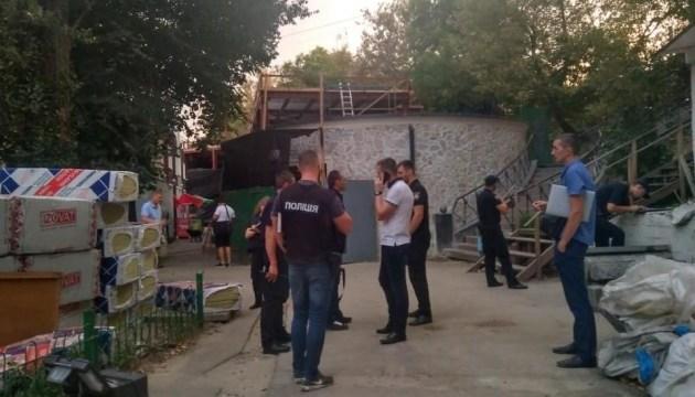 На столичному Печерську сталася стрілянина, поранений охоронець