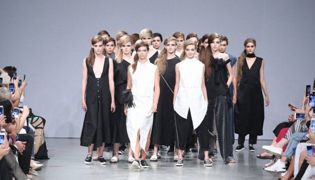 Ukrainian Fashion Week startet in Mystetskyi Arsenal (Fotos, Video)