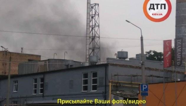 В Киеве горит завод