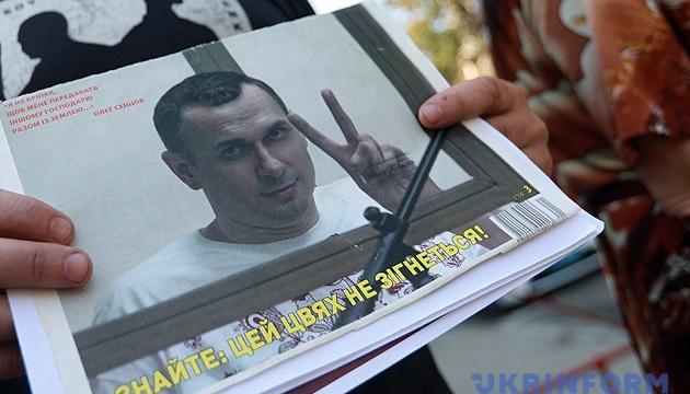 Денісова вимагає в росіян вичерпної інформації про здоров'я Сенцова