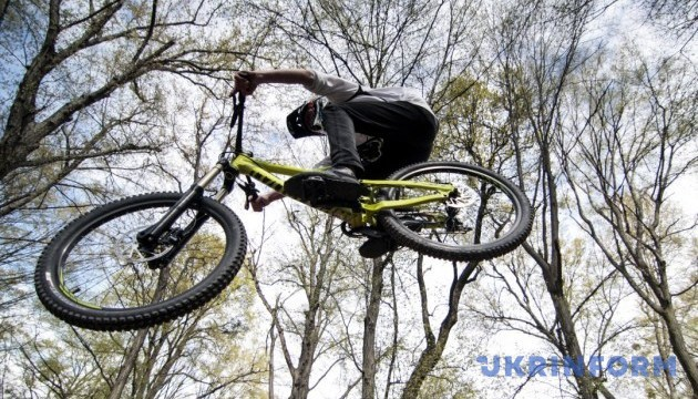 Смельчаки со всей Украины готовятся к ночным гонкам на Тернопольщине