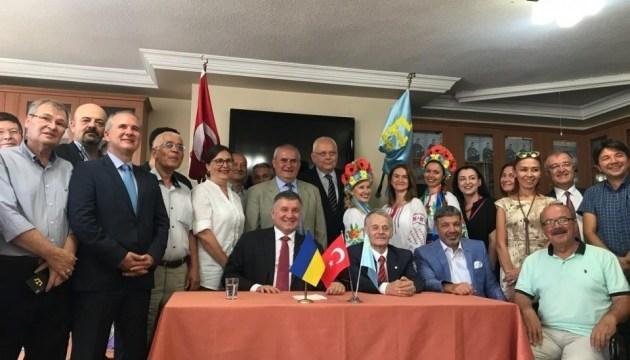 Avakov, Dzhemilev met with Crimean Tatar and Ukrainian communities of Turkey