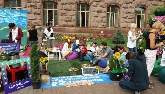 Активісти прийшли до Кличка - просять превести Київ на