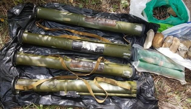 В Киеве нашли схрон с гранатометами и взрывчаткой
