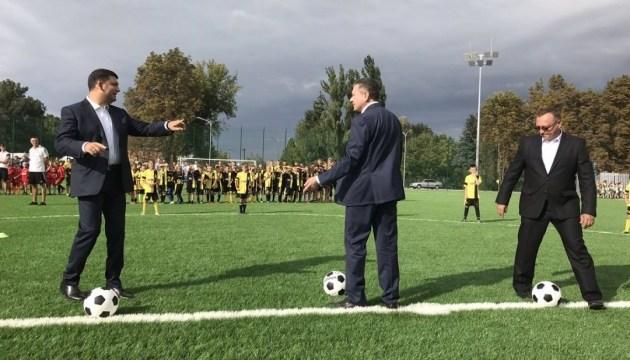 Гройсман открыл в Виннице новое футбольное поле