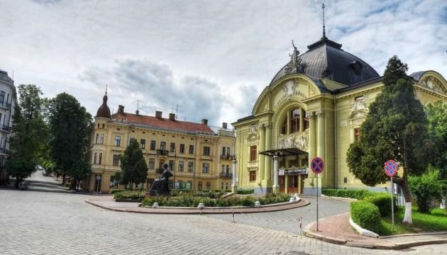 Три прем'єри та фестиваль комедії: у Чернівцяхвідкрився театральний сезон