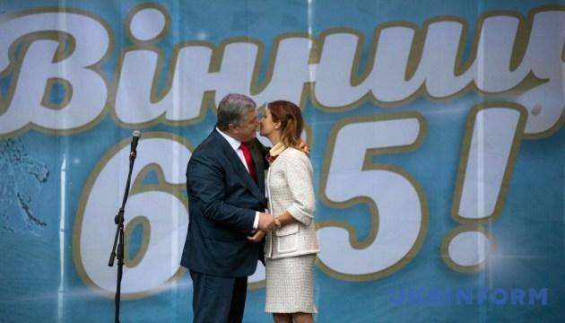 Порошенко в Виннице сделал подарок жене в честь годовщины свадьбы