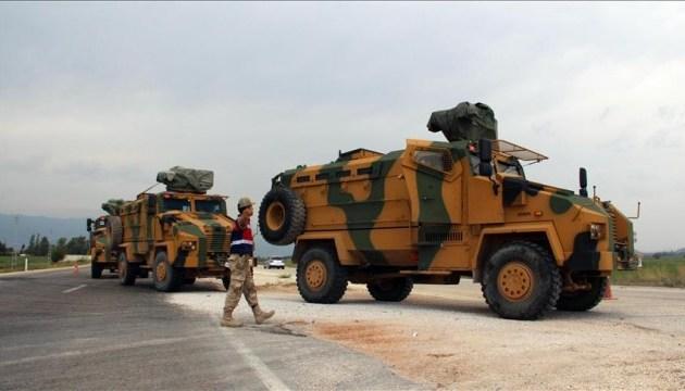 Туреччина перекидає бронетехніку до кордонів Сирії