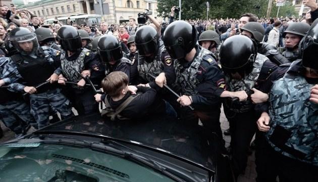 """Через """"пенсійні"""" акції у Росії затримали понад 1000 протестувальників - ЗМІ"""