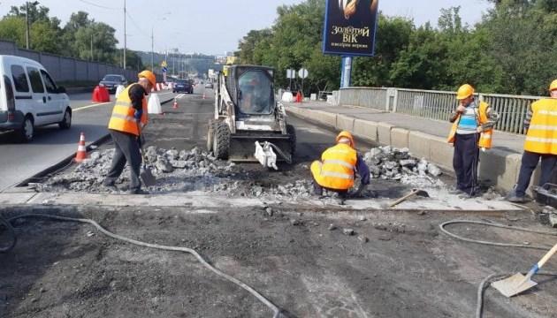 В Киеве начали капремонт моста Метро