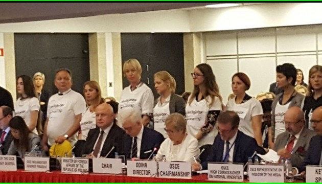 В Варшаве активисты пришли на совещание ОБСЕ в футболках с надписью #SaveOlegSentsov
