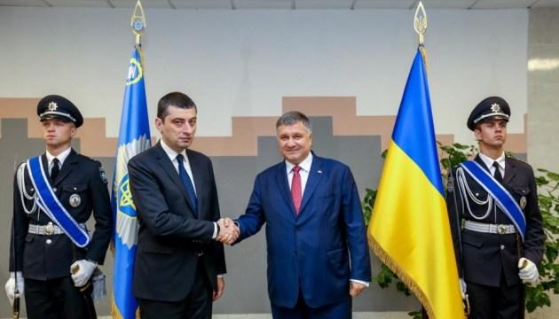 """Україна разом із Грузією ловитимуть """"злодіїв у законі"""""""