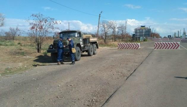 На Херсонщині знезаражують дороги в зоні викидів заводу
