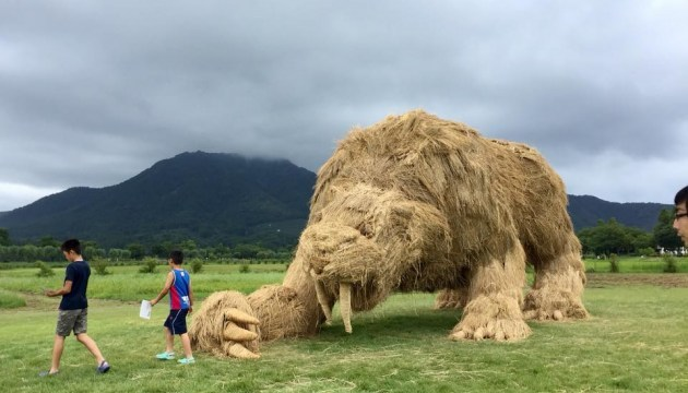 Огромные мамонт и бегемот поселились в японском парке