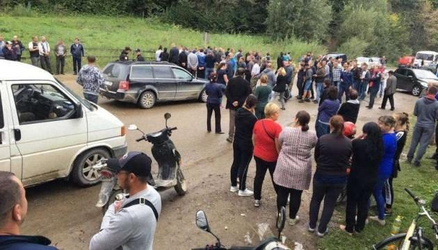 Дорогу на Чернівці перекрили протестувальники