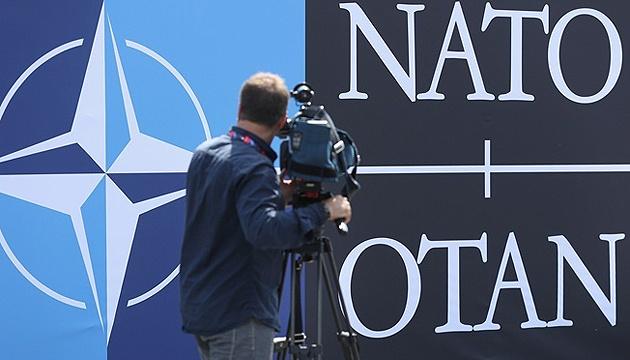 NATO wird der Ukraine weiterhin starke politische und praktische Hilfe leisten