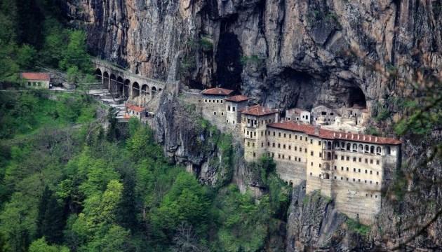 Туреччина пустить туристів до унікального скельного монастиря