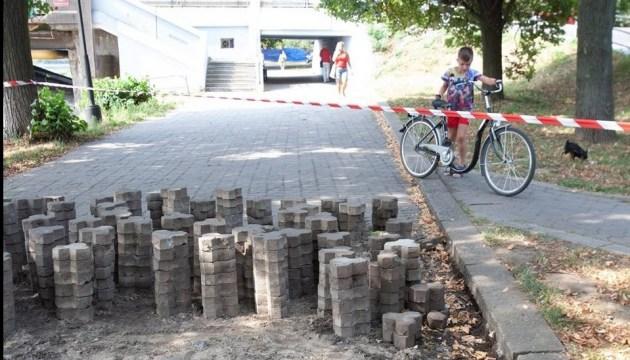 В Ужгороді активісти вимагають відкласти ремонт Набережної