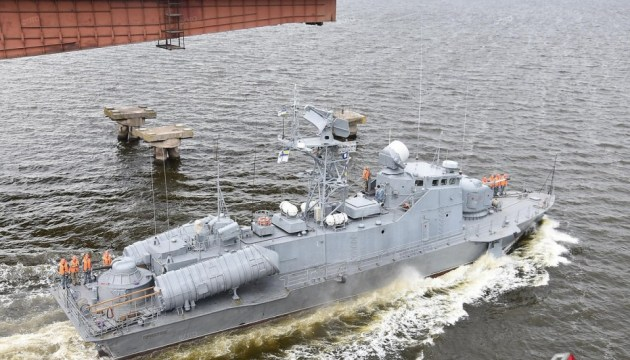 Из-за ракетного катера в Николаеве развели мосты