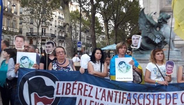 В Париже активисты осудили Путина в