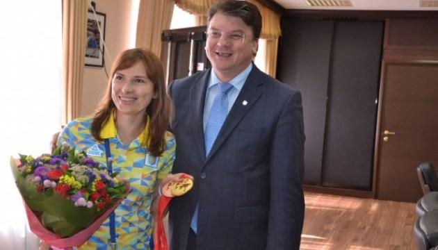 Ігор Жданов привітав чемпіонку світу зі стрільби Олену Костевич