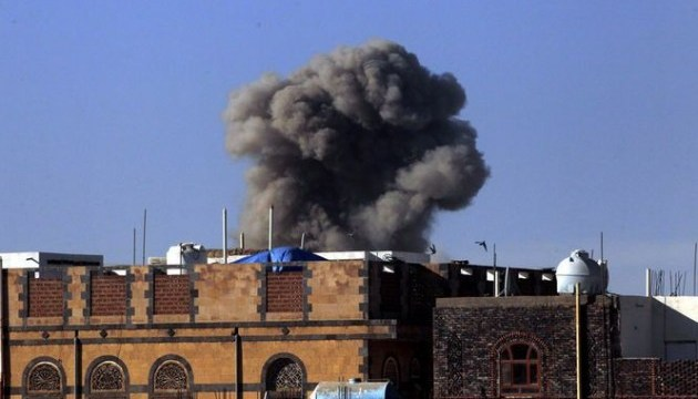 Арабская коалиция возобновила бомбардировки в Йемене