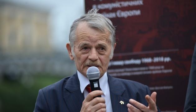 Поки Крим не повернемо, вмирати не можна - Джемілєв