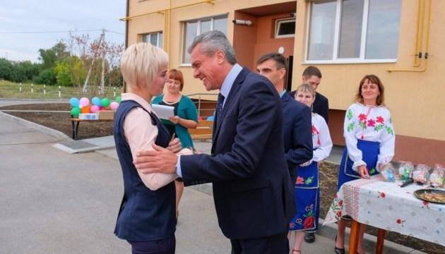 На Днепропетровщине 12 педагогов и медиков получили ключи от квартир