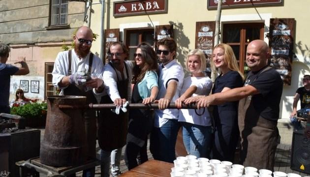 На львівському фестивалі приготували каву в 20-літровій джезві