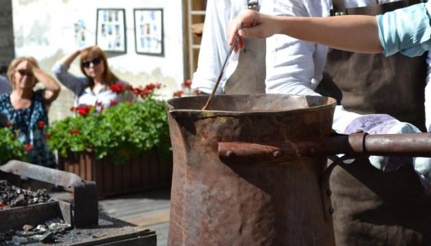 Prepararán café en un cezve de 20 litros durante la apertura del Festival de Café de Lviv