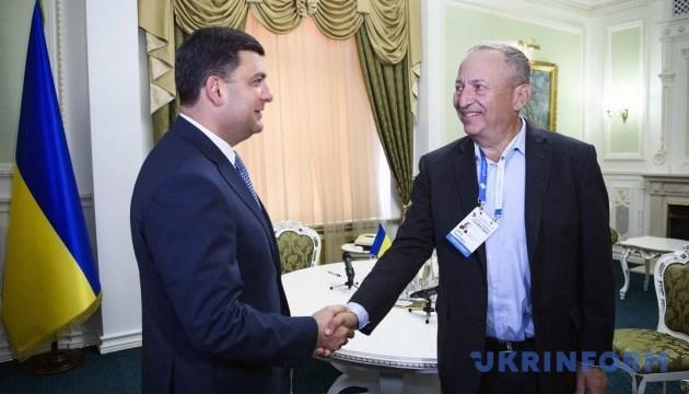 Гройсман обговорив із фінансистом Саммерсом ситуацію в Україні