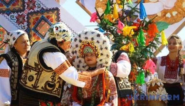 Весільні традиції Буковини відтворять у Чернівцях