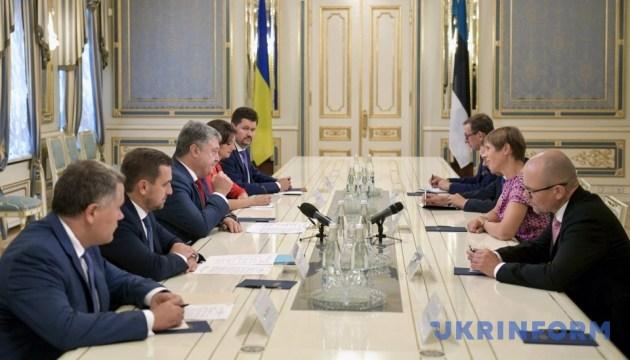 Порошенко проводить зустріч з президентом Естонії