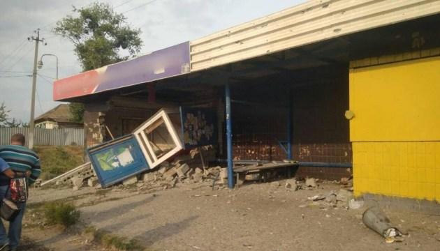 Под Харьковом водитель вылетел на остановку: погибла женщина, двое пострадали