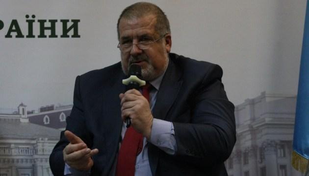 Чубаров: Недопустимо затягивать с внесением изменений в Конституцию относительно статуса Крыма