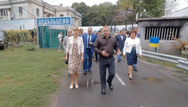 """Presidenta de Estonia: No es un conflicto """"congelado"""" en Donbás sino una verdadera guerra"""