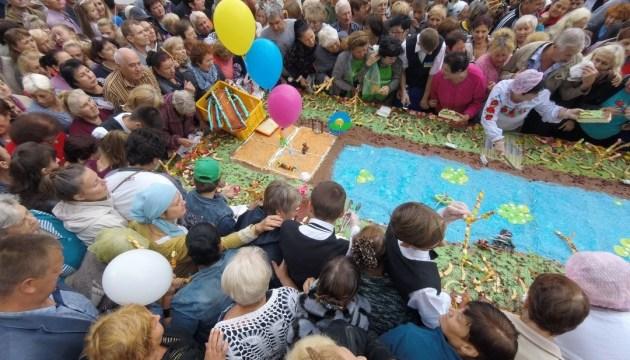 У Кропивницькому приготували 264-кілограмовий вишневий пиріг