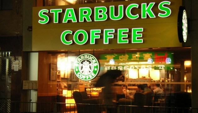 В Турции автомобиль въехал в Starbucks, есть пострадавшие