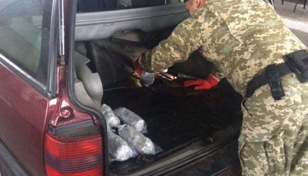 Пограничники обнаружили в автомобиле 21 кг наркотиков