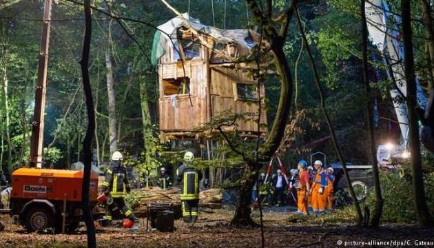 У Німеччині затримали понад 30 учасників акції проти вирубування лісу