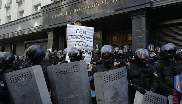 Столкновения под ГПУ расследуют по двум статьям
