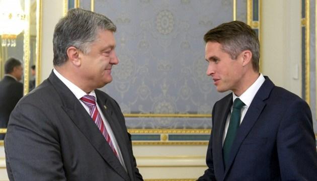 Порошенко обсудил с госсекретарем Великобритании усиление санкций против РФ