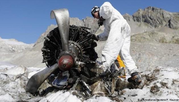 В Альпах збирають уламки літака, який 72 роки був