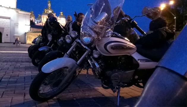 На Михайловской площади почтили память погибших байкеров